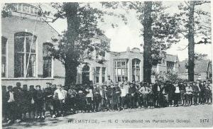 Het R.K.Vereenigingsgebouw waar in de hoogtijdagen van het Rijke Roomse leven meer dan 20 verenigingen onderdak vonden, en daarnaast de vm. Sint Jozefschool
