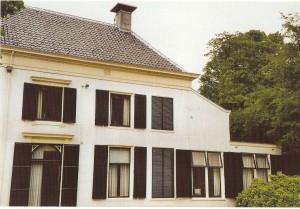 Huize Berkenrode met rechtsbven het zogenaamde gesloten luik, dat in relatie tot Bomans aanleiding gaf tot legendevorming