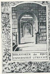 Exlibris bibliotheek Rijksuniversiteit Utrecht. Vervaardigd n.a.v. prijsvraag in 1911 uitgeschreven door foto-tijdschrift Lux. Gekozen is voor een ontwerp van het fotografisch atelier van de universiteit met een kijk door de verschillende zalen en voor de omranding reproductie van een miniatuur uit een middeleeuws handschrift