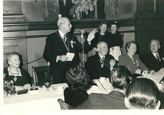 Burgemeester Van Doorn speechte in de Engelse taal