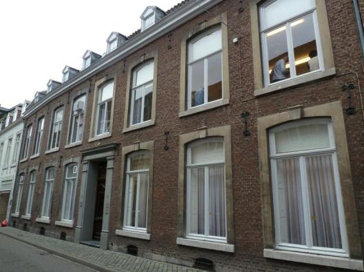 Het pand Witmakersstraat 10 In Maastricht, nu kantoor, waar van 1946 tot 1977 de openbare bibliotheek en leeszaal op katholieke basis wa gevestigd.