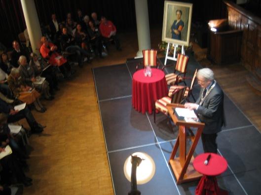 Mw. Marjan Schwegman, directeur NIOD hield een lezing met levensbeschrijving van Jacoba van Tongeren. Burgemeester Van der Laan benadrukte dat naast de 140 leden in de Groep 2000 in totaal ongeveer 4.500 onderduikers de oorlogsperiode 1940-1945 konden overleven.