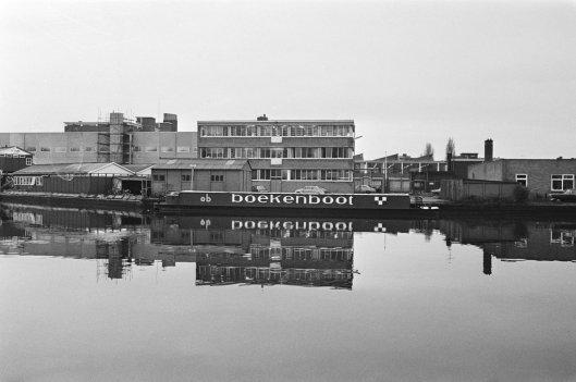 Boekenboot aan de Amstel (foto Hans Peters, 1970)