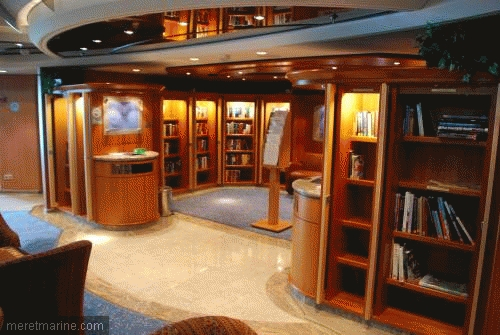 Bibliotheek in passagiersschip 'Brillance of the Seas'