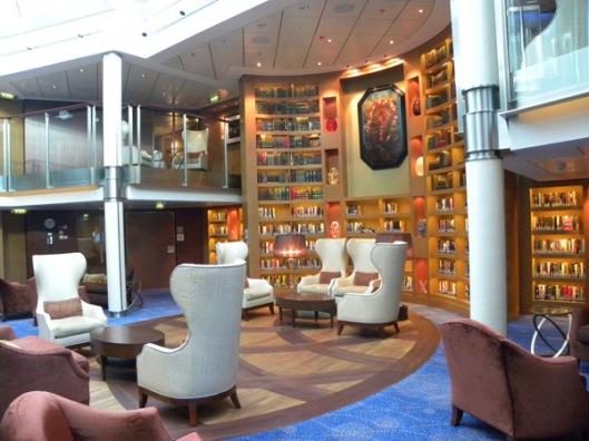 Bibliotheek aan boord van cruiseschip Eclipse van rederij Celebrity