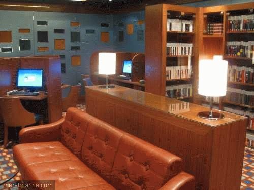 Bibliotheek aan boord van de Costa Deliziosa