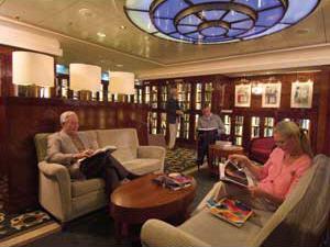 Met naast tijdschriften meer dan 8.000 boeken aan boord geldt de Queen Mary 2 als één van de grootste varende bibliotheken op zee.