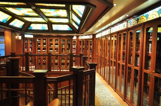 Bibliotheekinterieur  cruiseschip Queen Elizabeth 2