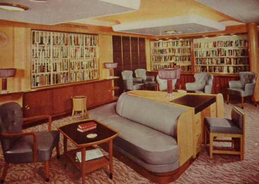 Empress of Britain: tourist class library. Ansichtkaart uit 1955. (Liverpoolships: Canadian Pacific Line)