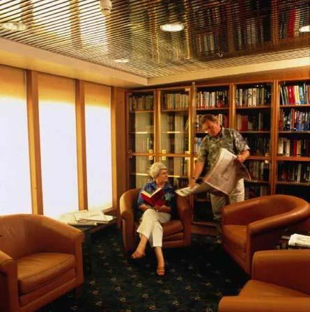 Een rijk gevulde bibliotheek op de 'Marco Polo'