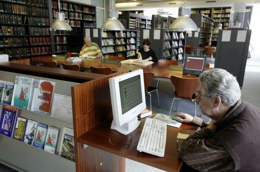 Interieur bibliotheek van het maritiem museum Rotterdam die meer dan 1,5 eeuw bestaat en ruim 30.000 boektitels en meer dan 1.300 lopende en afgesloten periodieken, jaarboeken e.d. bevat.