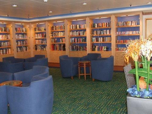 Bibliotheek in Norwegian Gem Cruise line. Bevat meer dan 3.000 boeken en zitruimte voor 24 personen