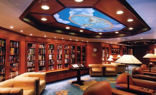 Bibliotheek aan boord van het Australische cruiseschip Sun Princess