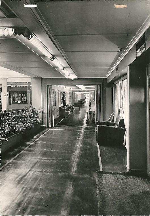Stoomschip 'de Grasse', hal en bibliotheek 1e klasse