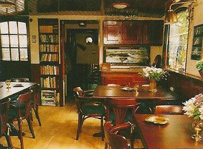 Bibliotheek op passagiersboot 'Vrede'
