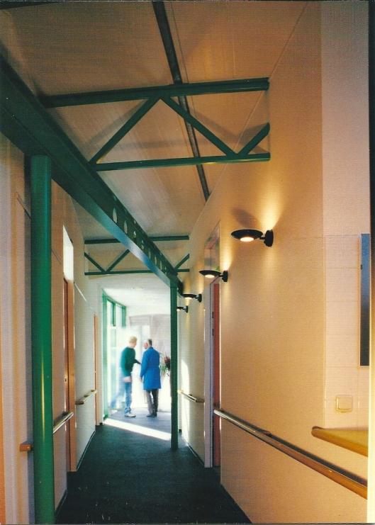 Nieuwjaarskaart 1996 van architecteen- en ingenieursbureau Van Tongeren in Cruquius met een afbeelding van zijn project: uitbreiding met praktijkruimten van het Instituut voor Fysiotherapie in Heemstede