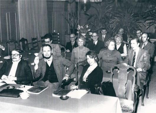 Laatste foto van gemeenteraadsleden Heemstede 1973. 1e rij v.l.n.r. mr.M.J.E.M.Jager, ing. B. van Tongeren, mw.F.Diel-Kroese. 2e rij: dr.J.K.v.d.Briel, mw. drs.P.M.van Hoeken-Klinkenberg, mw.mr.A.J.H.Gaasterland-Braaksma, 3e rij: mr.C.M.van Emmerik, H.H.Rücker, mw.mr.A.J.Snoep-Mook, ing.M.J.M.v.d.Hulst. 4e rij: V.Kronenberg, en Hildebrand (politie), en meest rechts mr.M.Buiter (ambtenaar Algemene Zaken, loco-secrretaris)