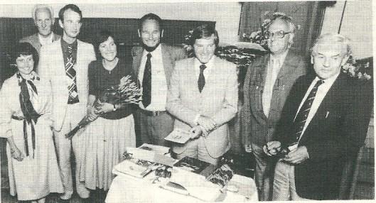 Afscheid van Ben van Tongeren als voorzitter van de Vereniging Oud-Heemsrtede Bennbroek op 19 juni 1980. Van links naasr rechts: Irene van Thiel-Stroman, Harm Hamming, Hans Krol, IA. van Trigt-Meijer, (Ben van Tongeren (erelid), Jan Berk, Gerard Schuitemaker en Wim Verspoor