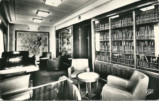 Nog een ansichtkaart van bibliotheek op schip 'Normandie'