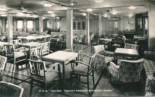 Lees- en schrijfzaal van het schip 'Maloja' van de firma P & O