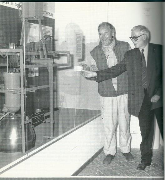 Ben van Tongeren (links) met Aad Klomp in zijn livelingsgebouw van het stoomgemaal Cruquius