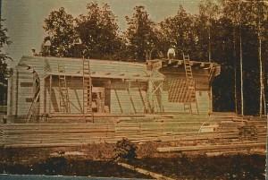 Het houten huis 'de Echo' in aanbouw