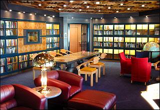Erasmusbibliotheek op paasagiersschip de Statendam