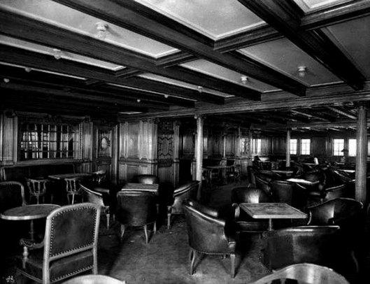 De in 1912 vergane Titanic had 2 bibliotheken aan bood voor de 1e klasse en 2e klasse. Op deze foto is de boekerij van de tweede klas afgebeeld.