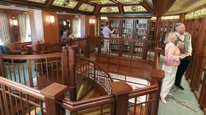 Bibliotheek op cruiseschip Victoria van de Cunard maatschappij