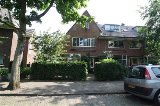Door H.Tuninga in 1929-1930 ontworpen huizen aan de Anna van Burenlaan