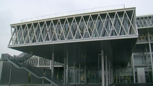 De derde huisvesting telt 11 niveaus, is 44.000 vierkante kilometer groot en heeft ruimte voor 360 kilometer archieven.