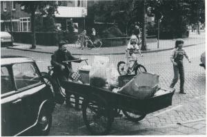 Alom in Heemstede bekend als 'de zingende schillenboer' was Bertus de Graaf van de jaren 50 tot 90. De liederen die hij bij het ophalen van afval met zijn bakfiets zond verzon hij ter plaatse en gingen meestal over de liefde