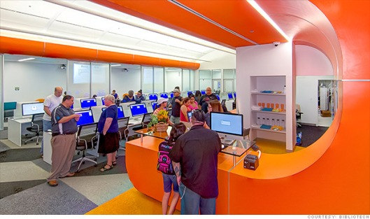 Bibliotech na de opening in San Antonio. Met om te beginnen meer dan 10.000 digitale boektitels die op een van de 800 aanwezige e-readers, tablets en computers kunnen worden gelezen.
