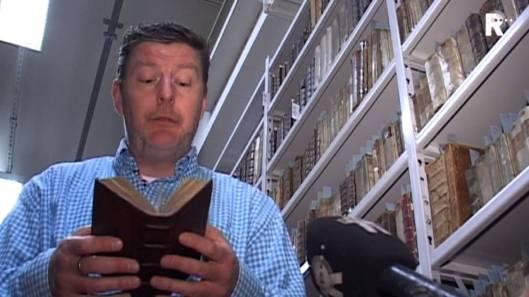 Conservator Erasmuscollectie met aanwinst in Bibliotheek Rotterdam (RTV Rijnland)