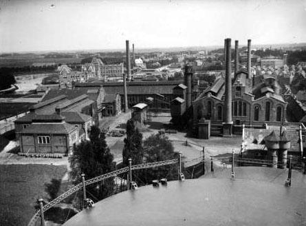 Foto van de oude gasfabriek in Groningen, ook gebouwd door Francke in Bremen. Vergelijkbaar met Heemstede, maar uiteraard groter en met meer fabriekspijpen.