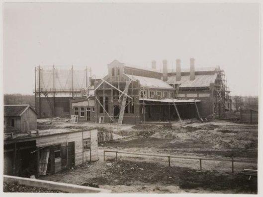 Bouw Gasfabriek Heemstede in 1909 (NHA).