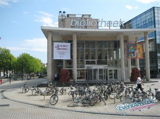 Vooraanzicht van de huidige stadsbibliotheek in Gent