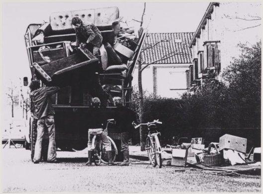 Ophalen van grof vuil door Reiniging Heemstede in 1977