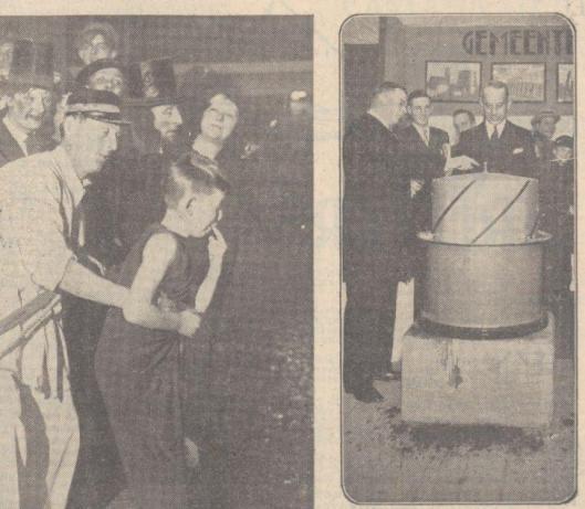 Rechts; Op de expostie 'Heemgas' demonstreerde directeur ir.W.J.A.Duijnstee een nieuwe schroefgashouder. Rechts naast hem staat burgemeester jhr.J.P.W.van Doorn. Uit: Algemeen Handelsblad, 12 januari 1934.