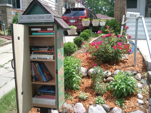 Voorbeeld van een Little Fee Library in de VS