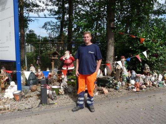 Ten slotte: een collectie uit het aangeboden afval bijeengebrachte tuinkabouters door medewerker Mark Platjes van Paswerk, gedetacheerd bij de Meerlanden in Heemstede