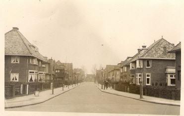 Huizen in de Postlaan op een foto uit omstreeks 1930