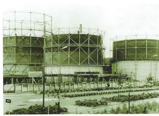 De gemeentelijke gasfabriek van Amersfoort, gelegen op het huidige Eemplein, is in 1900 in gebruik genomen. De fabriek is gesloopt nadat in 1965 Gasfabriek Centraal Nederland was begonnen met het leveren van aardgas