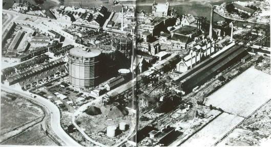 Luchtfoto van het GEB/gasbedrijf Haarlem uit 1950
