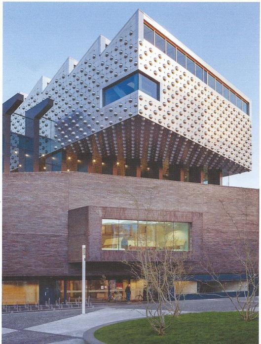 Aan het Eemplein is in 2012-2013 cultuurtempel het Eemhuis gebouwd, een combinatie van Bibliotheek, Archief, Kunsthal en Scholen in de Kunst.