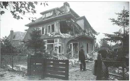 Nog een foto van het in 1941 door bommen verwoeste pand Verbenalaan 1-3