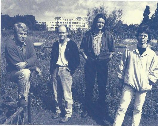 Vier kunstbroeders van de Blekersvaartweg te Heemstede in de jaren 70. V.l.n.r.: Willem Snitker, Leo Divendal, Jan Willem Post en Harm Botman.
