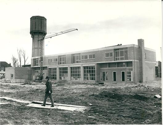 Ook de brandweerkazerne en enige appartementen moesten p[laats maken voor nieuwbouw, maar de watertoren kreeg de status van provinciaal monument en bleef intact.