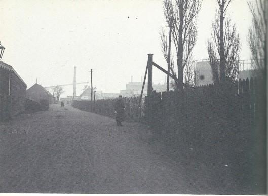 De Oude Weg bij het Beltterrein van de Gemeentelijke Lichtfabrieken (ill. uit Haarlem bij gaslicht, pagina 40)