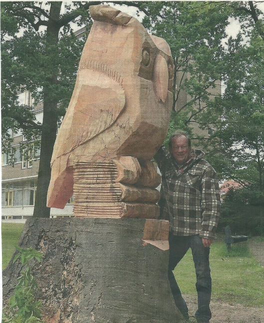 Uit de stronk van een bijna twee eeuwen oude beuk die moest wijken is op initiatief van PWN een houten beeld gemodelleerd door boswachter Wout te Boekhorst. Hij maakte een ongeveer 3 meter hoog kunstwerk voorstellende een uil op drie boeken. De sculptuur kreeg een plaats in de tuin van zorgcentrum Sint Jacob in de Hout te Haarlem (Haarlems Dagblad, 13 juni 2013)
